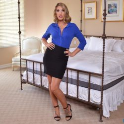 Adult starlet August Ames on set with BaDoinkVR's new Virtual Sexology. (PRNewsFoto/BaDoinkVR)