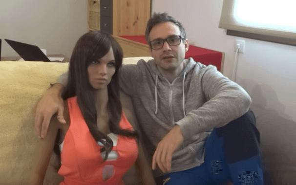 Synthea Amatus has created the AI sex doll project Samantha.