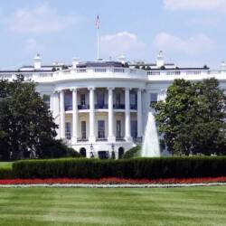 View of The White House and front yard with fountain